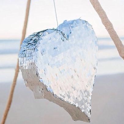 Coiffure de mariage quoi de plus frais et tendance qu une couronne de fleurs yes i do mariage - Quoi mettre dans une pinata ...
