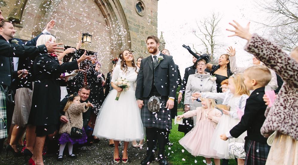 Id es originales pour votre sortie de c r monie de mariage que la f te comme - Idees mariages originales ...